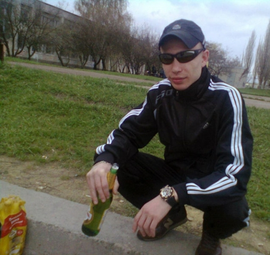Russians don't need chairs, they just squat - Picture 7