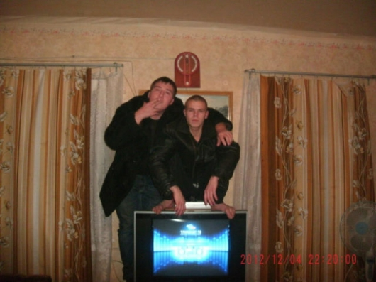 Russians don't need chairs, they just squat - Picture 8
