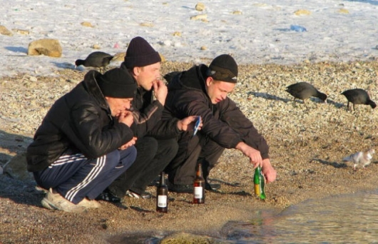 Russians don't need chairs, they just squat - Picture 17