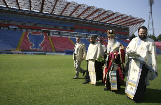 Romanian priests blessing all kinds of things - Picture 8